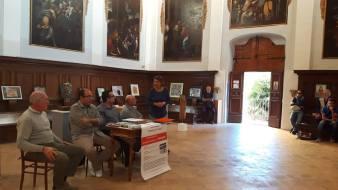 Da sx: Sandro Tiberi, Stefano Bardi, Lorenzo Spurio e Antonio Cerquarelli e Barbara Pallucca (Assessore alla Cultura di Fabriano)