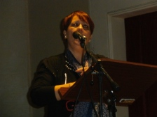 Adriana Terenzi recita una poesia del padre, il poeta fabrianese Giuseppe Terenzi