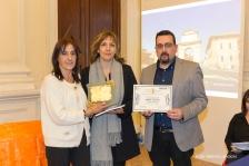 Lorenzo Spurio e Susanna Polimanti premiano Sabrina Valentini, vincitrice del Trofeo Euterpe